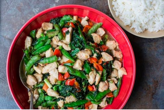 99ea5bb28bfc4a7229e6cf2fbda01121 COOKING ON DEADLINE: Chicken and Vegetable Stir-Fry