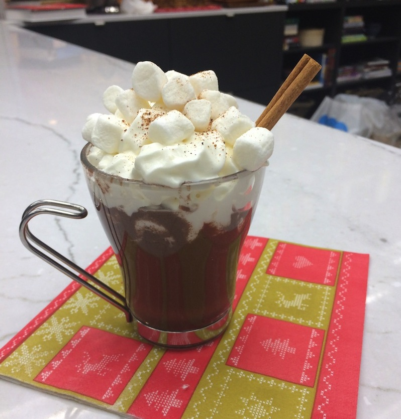 fa81350b8dca721b3a392738dcf76755 Video: Metro tried making the newest holiday food trend — red wine hot chocolate
