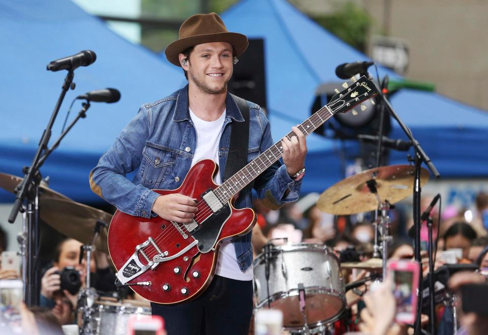 abbbf4f3e9e886622490abb60ca0fe97 British Soap Awards will not air live on Saturday night due to Ariana Grande tribute concert for Manchester bombing victims