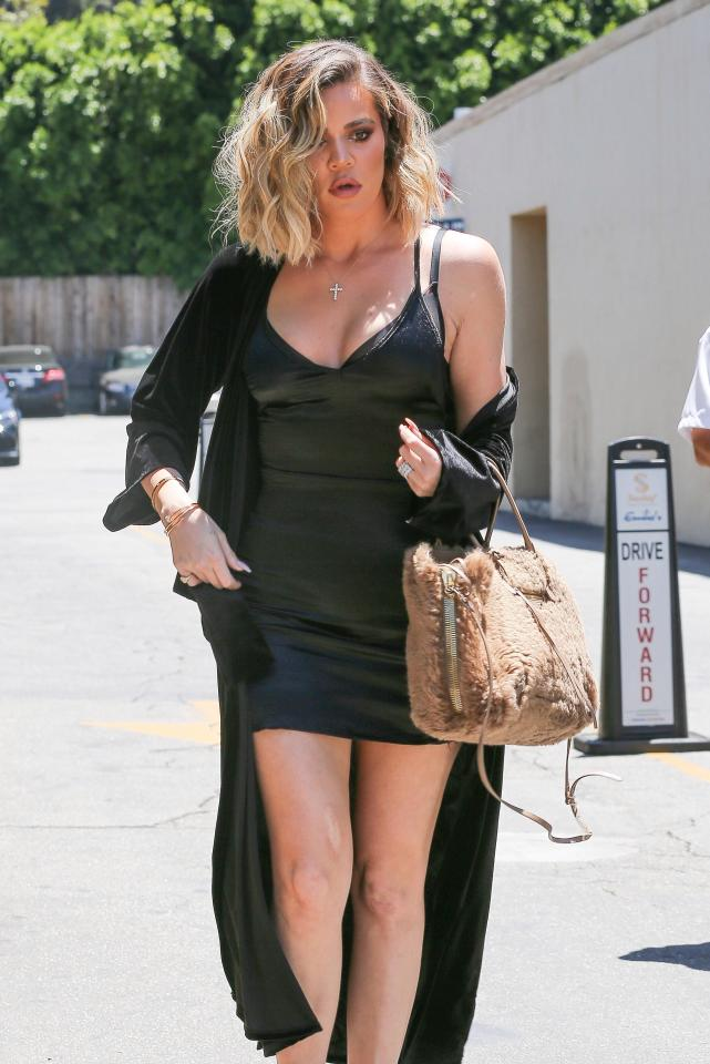 7797573a6d0e2060f35115f6b32e4a14 Khloe Kardashian shows off her slender legs in a busty black minidress