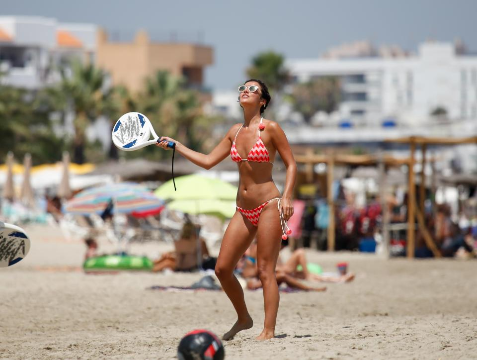 0398c3f6dea7c746265195c9e0ca34fb Lucy Mecklenburgh shows off her insane figure as she plays tennis on the beach in Ibiza