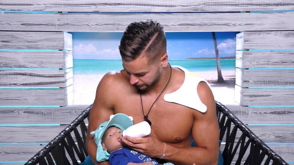 2efe0240a3bc888dc2ab96ba25c4a3e8 Love Island fans call for Chris Hughes and baby Cash to win as 'son' lands his own Twitter account and becomes an online sensation