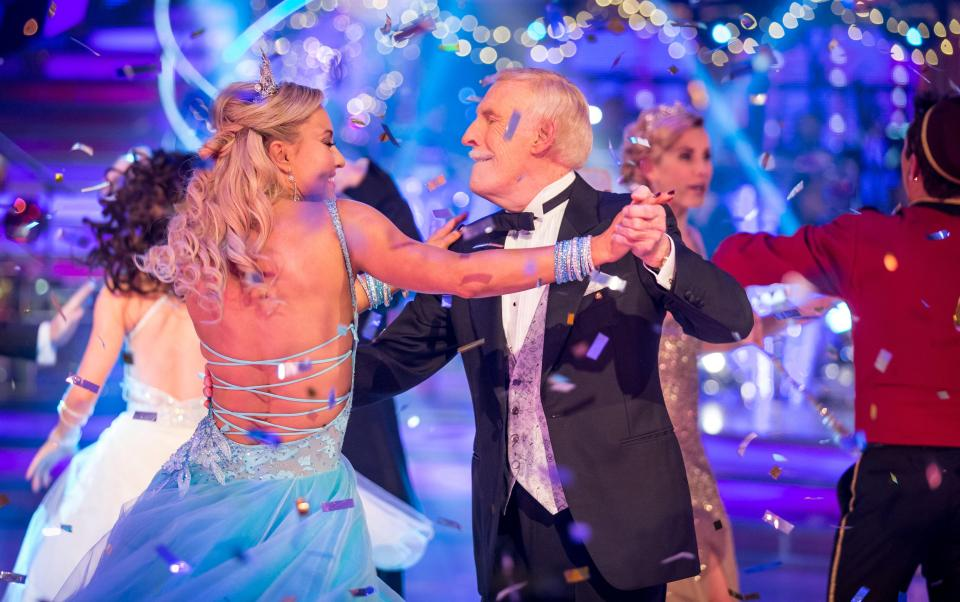 5b7c2c6a9dcc09df0d802b17df201552 Bruce Forsyth, 89, may 'never perform again' as fears grow for frail Strictly Come Dancing  host