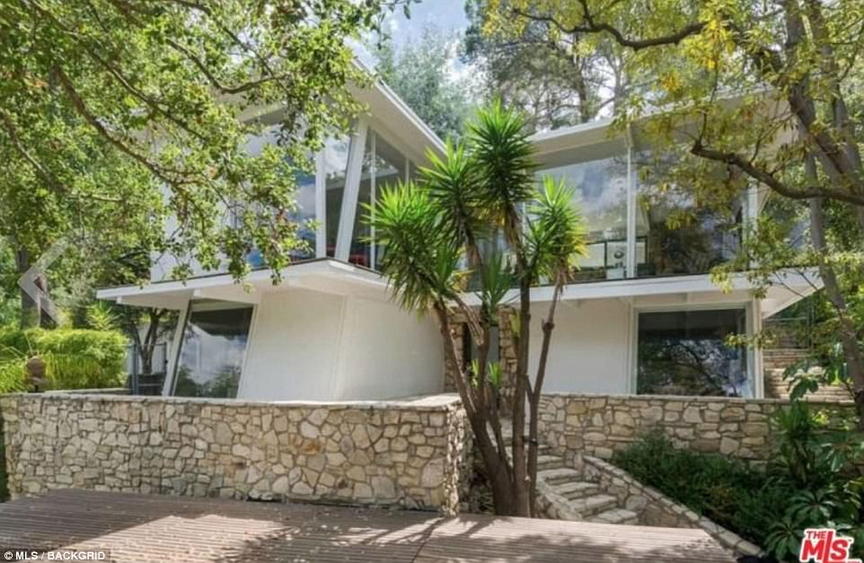 0fe1ac93ee092166a45c39e4e24256cb Grey's gardens! Ellen Pompeo lists scenic mid-century modern home in the secluded canyons of Hollywood Hills for $2million