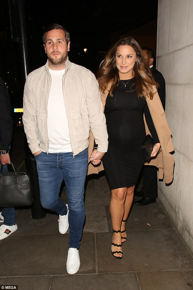 43bac8fa6763591222f71c56705e48e1 Pregnant Sam Faiers shows off her blossoming baby bump in a figure-hugging LBD as she cosies up to Paul Knightley on dinner date
