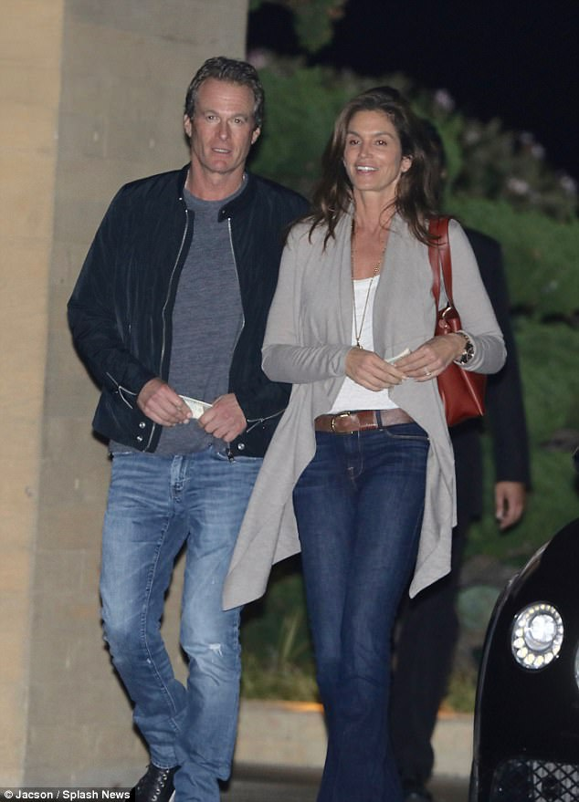 65b44857f4f82788c6fee9ab3116e76a A model couple! Cindy Crawford and Rande Gerber keep casual as they enjoy a romantic sushi date night on the beach at Nobu Malibu