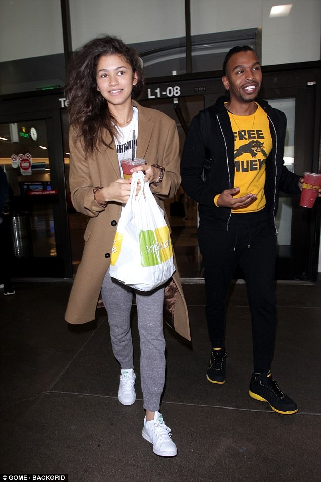 bd9bcf4dde04d27d2bfb964281023096 Natural beauty! Make-up free Zendaya sports a casual ensemble as she arrives at LAX with a friend