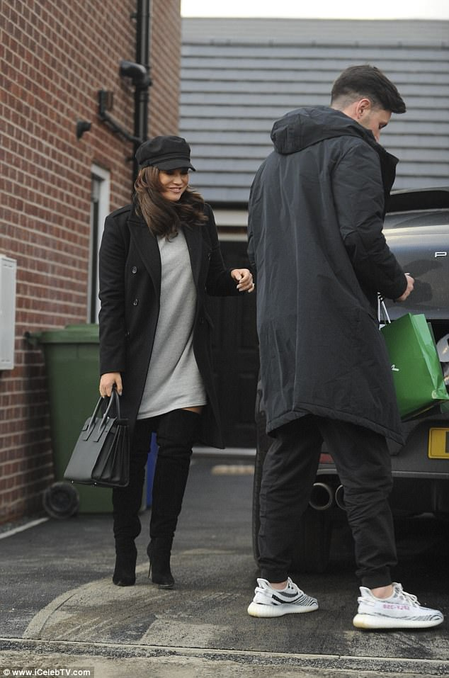558f5e2c35fec1bcb30e91b676d5e11c Smitten Vicky Pattison covers up in a grey jumper and stylish cap as she steals a kiss from fiancé John Noble after hitting the Boxing Day sales together