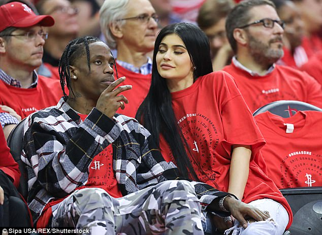 866f50edb7c4287dc8d1c1b163667c36 Pregnant Kylie Jenner is joined by Travis Scott at her mom Kris Jenner's Christmas Eve party