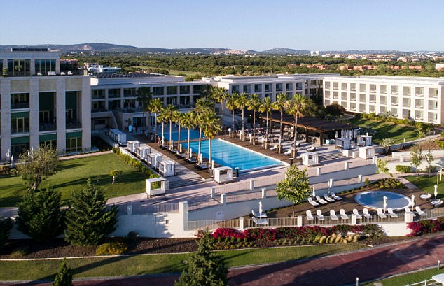 ae52813c82c67a18b6abaff71e7873eb Full marks all around: The whole family say that a chic new Algarve resort is top of the class
