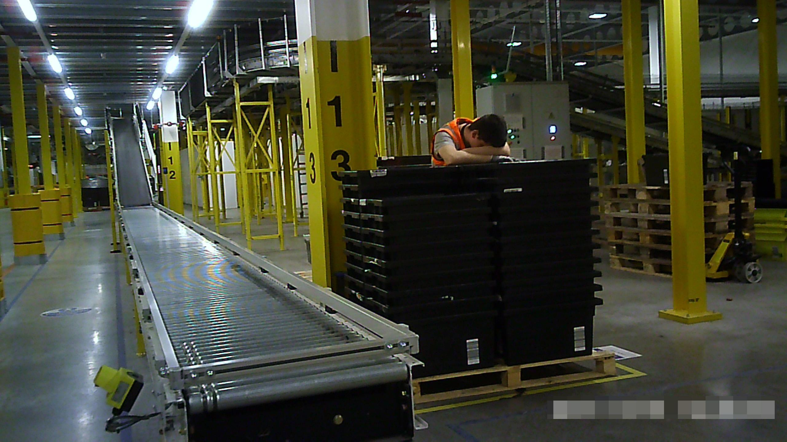 d165b57d9e4f55f5b52a04b8f20ae78a Amazon 'gives warehouse workers mini CHOCOLATES' after brutal working conditions revealed
